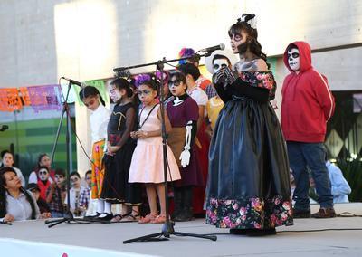 Con dichas actividades conmemoraron el Día de Muertos que en México se celebra cada 2 de noviembre.
