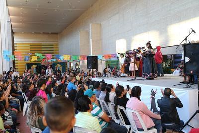Ayer decenas de niños, jóvenes y adultos se sumaron a las actividades artísticas, culturales y didácticas.