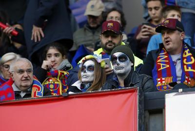 """El colorido por el """"Día de Muertos"""" llegó hasta el Camp Nou."""