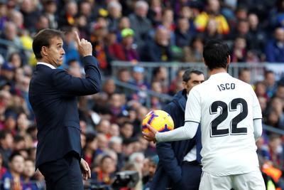 El técnico del Real Madrid, Julen Lopetegui, dando indicaciones a sus dirigidos.