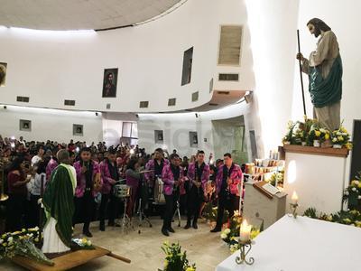 Bandas musicales acudieron a celebrar a San Judas Tadeo.