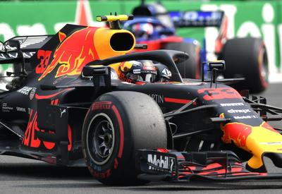 El holandés Max Verstappen corre durante el Gran Premio de México.