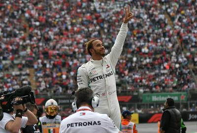 Hamilton (Mercedes) se proclamó este domingo campeón del mundo de Fórmula Uno por quinta vez al acabar cuarto en el Gran Premio de México.