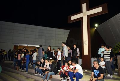 Los aficionados se presentaron en la Iglesia de Todos los Santos.