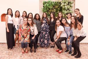 29102018 A UNOS DíAS DE SER MAMá.  Evelyn Valdez Félix con sus amigas en su fiesta de canastilla.