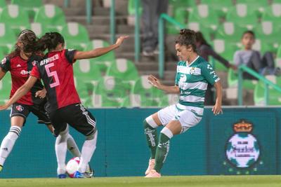 En los primeros 45 minutos, las laguneras pudieron empatar, pero un remate de Sosa a los 13 minutos, se impactó en el poste, ante la desesperación del técnico Jorge Macías.