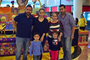 31102018 Víctor, Esmeralda, Leo, Ángeles, Héctor y Camila.
