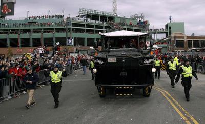 La policía local resguardó en todo momento el desfile de Medias Rojas.