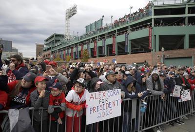 Boston festeja junto al campeón Medias Rojas