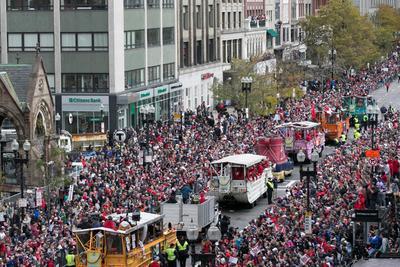 Nadie se quiso perder el desfile del campeón.
