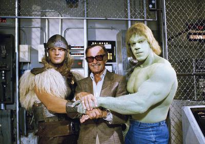 Stan comenzó a formar el universo de Marvel con Jack Kirby en 1961, con The Fantastic Four, para luego crear a los icónicos personajes de Spider-Man, Black Panther y Los Vengadores.