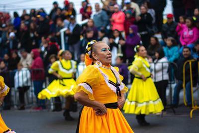 El desfile atrajo la atención de la ciudadanía en Monclova.