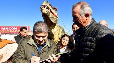 Miguel Riquelme presidió la apertura de la Zona Paleontológica 'Rincón Colorado'.
