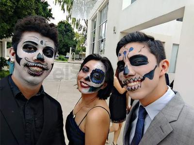 Alumnos de artes escénicas de UAdeC.