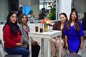 01112018 EN UN BRINDIS.  Juanita, Sara, Sofía y Violeta.
