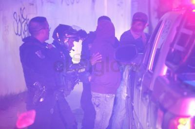 Un par de detenidos, de 23 y 33 años, alteraban el orden en el fraccionamiento Bugambilias.