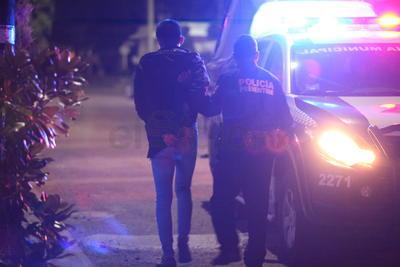 La mayoría de los detenidos lanzaron huevos a vehículos y a propiedades.