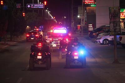 Era alrededor de las ocho y media de la noche, patrullas recorrían toda la ciudad, y rápidamente comenzaron a encontrar menores que alteraban el orden público.