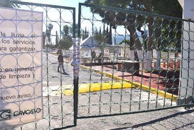El cementerio le fue cerrado a la empresa particular que representa al conocido grupo funerario por Protección Civil Municipal, tras un dictamen que según Mijares Ramírez fue elaborado por un externo.
