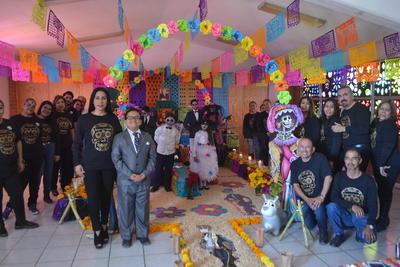 Coloridos altares de muertos se montaron en instituciones educativas de La Laguna.