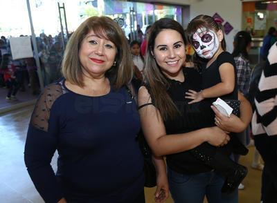 Martha Flores, Selene Flores y Ximena.