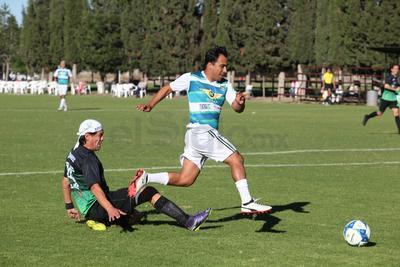 Fue precisamente un centro de Rodrigo Ruiz el que encontró Eduardo Lllingston para poner el segundo en la frente del equipo del Campestre.