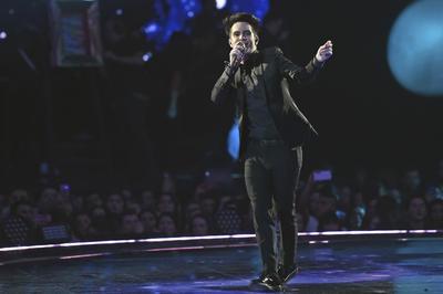 Brendon Urie de Panic! at the disco fue parte del show además de recibir el premio a Mejor Artista Alternativo.