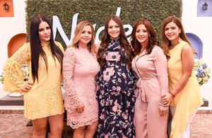 05112018 FIESTA DE CANASTILLA.  Evelyn con las organizadoras de su baby shower: su mamá, Lupita, y sus tías, Laura, Yolanda y Karla.