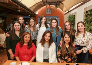 04112018 SE CASARá EN DICIEMBRE.  Bárbara Campa Fernández con sus amigas en su despedida de soltera.