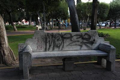 La cada vez mayor ausencia de paseantes, vuelve al sitio en lugar óptimo para el vandalismo.