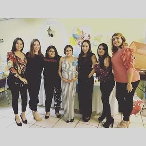 07112018 FIESTA DE CANASTILLA.  Rocío Montelongo con algunas de sus amigas en su baby shower.
