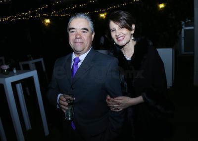 Luis Coronado y Paty.