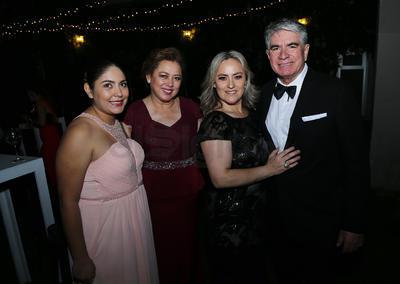 Magdalena Ponce, Nena Mier, Lulú Mier y Jorge Zaldívar.