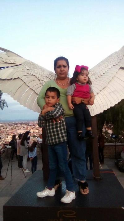 08112018 Ale con sus hijos.
