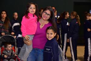 09112018 PRESENTES EN EVENTO DEPORTIVO.  Romina, Ana Gabriela y Gaby.