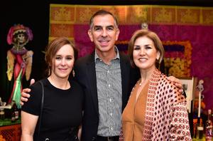 Isabel, Dario y Pily