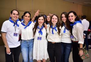 Roberto, Daniela, Karen, Katia, Ana Isabel y Ana Lucia