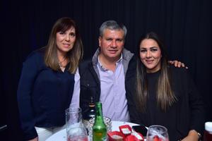 Tina, Ernesto y Monica