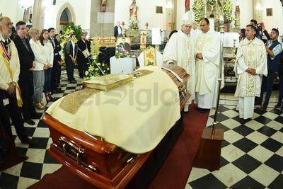 Minutos después, Monseñor Torres Campos, encabezó la misa de recepción de los restos mortales, en la cual estuvieron presentes familiares de Monseñor José Fortunato Álvarez.