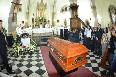Minutos después, Monseñor Torres Campos, encabezo la misa de recepción de los restos mortales, en la cual estuvieron presentes familiares de Monseñor José Fortunato Álvarez.