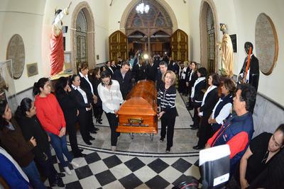 Velan restos de obispo de Gómez Palacio