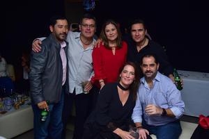 10112018 CELEBRA SU CUMPLEAñOS.  Paulo Barba con algunos de sus invitados.
