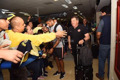 Los aficionados ovacionaron a ambos jugadores junto con Miguel Herrera, director técnico del plantel azulcrema.