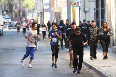 La primera mujer en terminar el recorrido de los 10 kilómetros fue Daniela García Vélez.