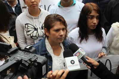 Por su parte la madre del joven agredido, Francisca Elizabeth Luna, aseguró que está respaldada por los estudiantes con la marcha de paz y justicia.