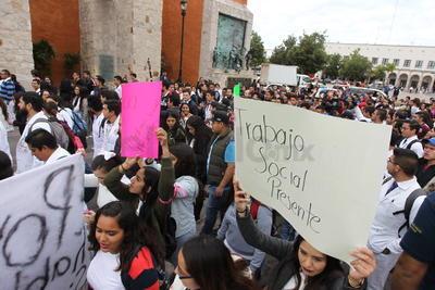A la marcha asistieron estudiantes pertenecientes a distintas facultades pertenecientes a la UJED, además de estudiantes del Instituto Tecnológico de Durango (ITD) y normalistas de la Escuela Normal Rural J. Guadalupe Aguilera.