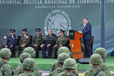 En la ceremonia de entrega el gobernador celebró y agradeció el trabajo del Ejército y la Marina en contra del crimen.