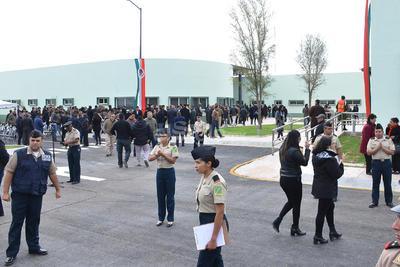 Al evento acudieron el secretario de la Defensa Nacional, Salvador Cienfuegos Zepeda y el gobernador, Miguel Ángel Riquelme Solís.