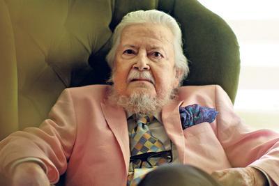 El fallecimiento del escritor, ganador del Premio Cervantes 2015, fue confirmado también por sus familiares.