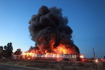 La tarde de este jueves se registró un incendio en una bodega del Instituto Mexicano del Seguro Social (IMSS).